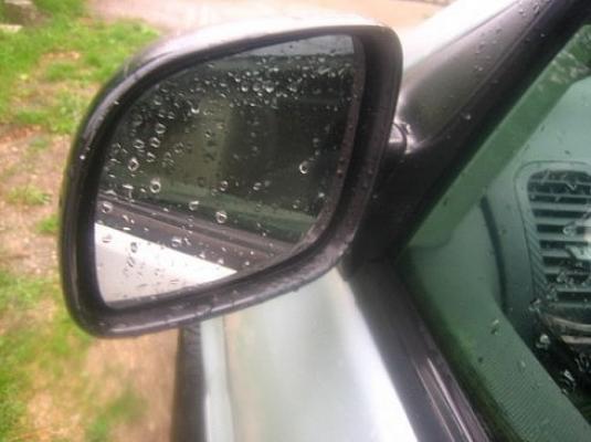 copil-lovit-usor-de-oglinda-retrovizoare-a-unei-autoutilitare-in-timp-ce-mergea-spre-casa