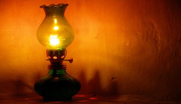 Лампочки в виде гирлянды — символ путаницы.