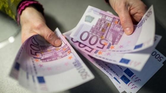 Un-copil-a-furat-13.000-de-euro-din-locuinta-unui-sibian