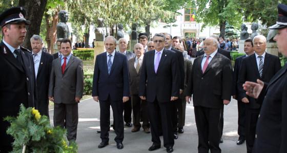 Iliescu a depus coroane cu colegii de partid SITE